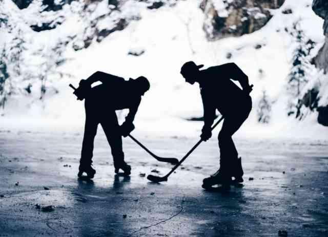 Deux joueurs de hockey - Photographe inconnu, via Pixnio