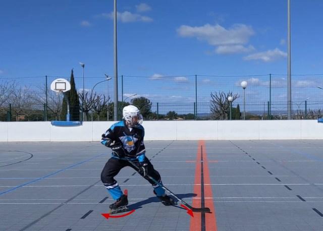 Freinage classique - Début du virage patin avant et transfert de poids - Technique Hockey