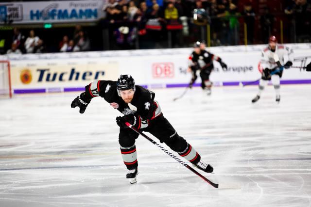Joueur de hockey en pleine accélération, par Markus Spiske via unsplash