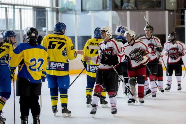 L'équipe Oroks à l'Indoor Pond Hockey Classic 2015 à Anvers - Photo empruntée sur le facebook d'Oroks