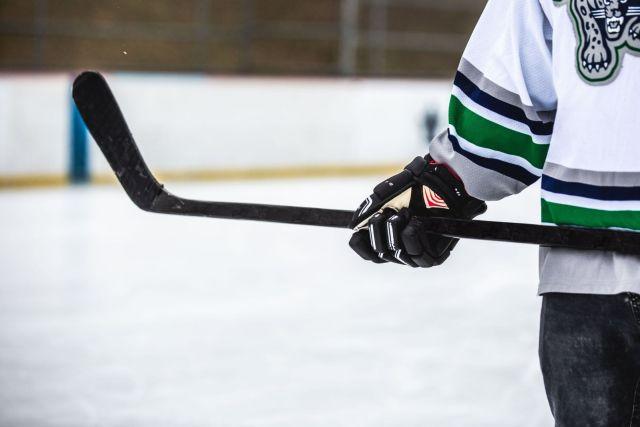 Manche et palette de hockey - Photo de Matthew Henry via Burst