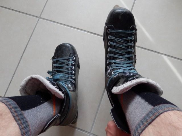 Patin de roller hockey - Tour des lacets autour du patin