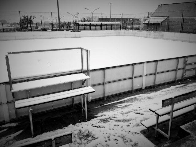 Patinoire de roller hockey extérieure enneigée - Technique Hockey