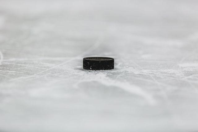 Rondelle de hockey - Photo de Matthew Henry via Burst