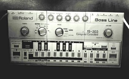 analog synthesizers for Techno production