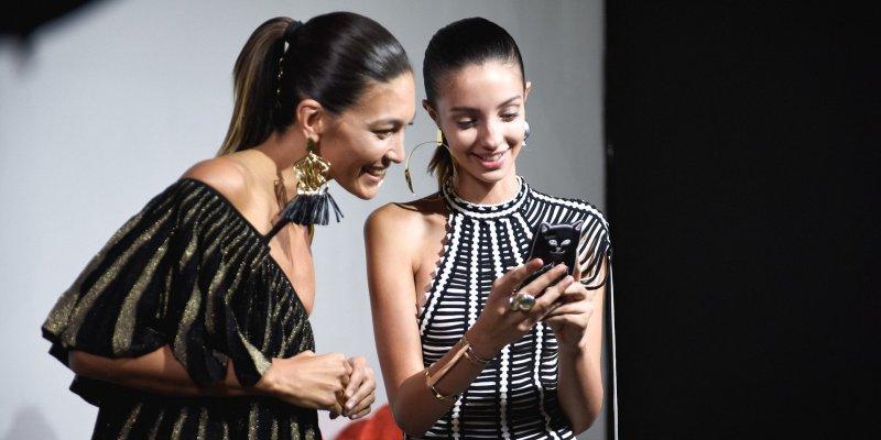 SMS-y - ceebrytów kontakt z fanami