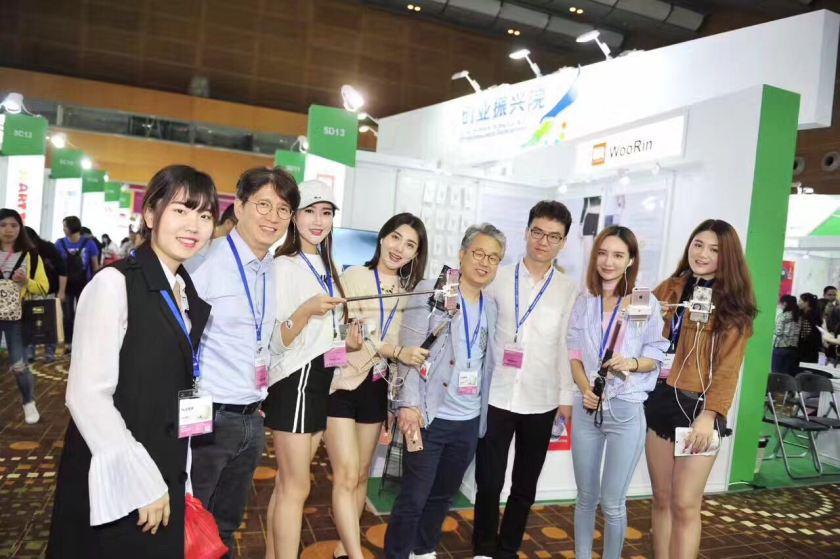 Wanghongs and Hyunjoo Lee, CEO of Reketan on the fifth (Image credit: Reketan)