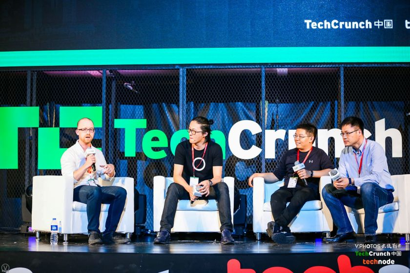 Founder at Niu, Token Hu, Assistant to the President at Singulato, James Gao, Co-Founder & President at Ninebot, Cid Wang and English Editor-in-Chief at TechNode,John Artman at a panel on smart commuting at TechCrunch Shenzhen 2017.