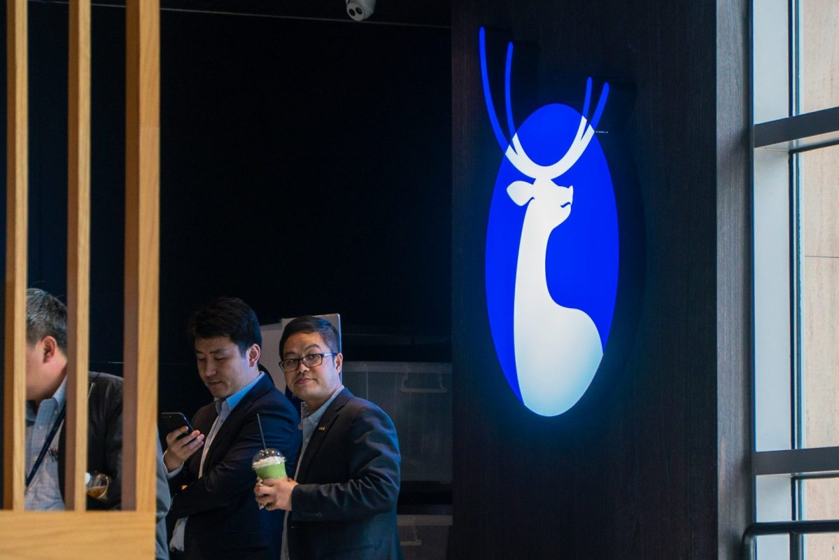 Customers of Luckin Coffee wait in line to place their order at the counter in Pudong, Shanghai on April 4, 2019. (Image Credit: TechNode/Eugene Tang)