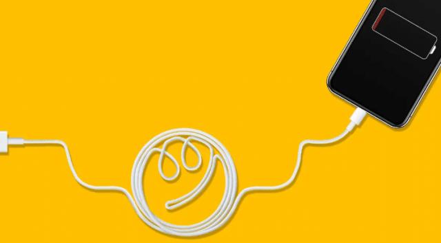 هل يمكنك استخدام أي شاحن مع هاتفك وكيف يؤثر ذلك في البطارية؟