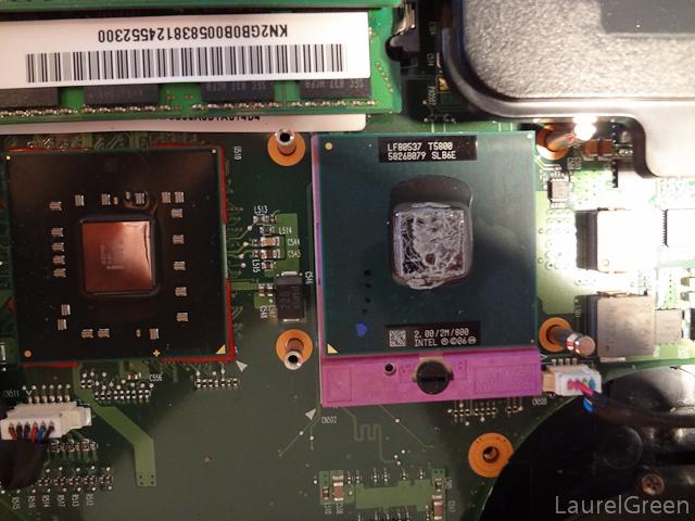 an intel core 2 duo t5800 slb6e inside a laptop
