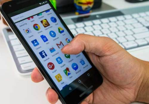 मोबाइलमा एप डाउनलोड गर्दै हुनुहुन्छ, नक्कली एप डाउनलोड गर्नबाट यसरी बच्नुहोस्