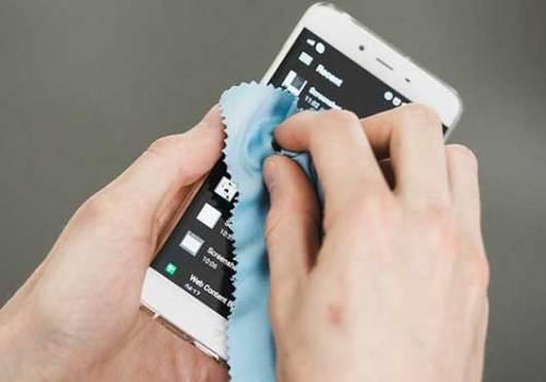 प्रयोगकर्ताले भाइरसको संक्रमणबाट बच्न दिनमा २ पटक आफ्नो स्मार्टफोन सफा गर्नुस्