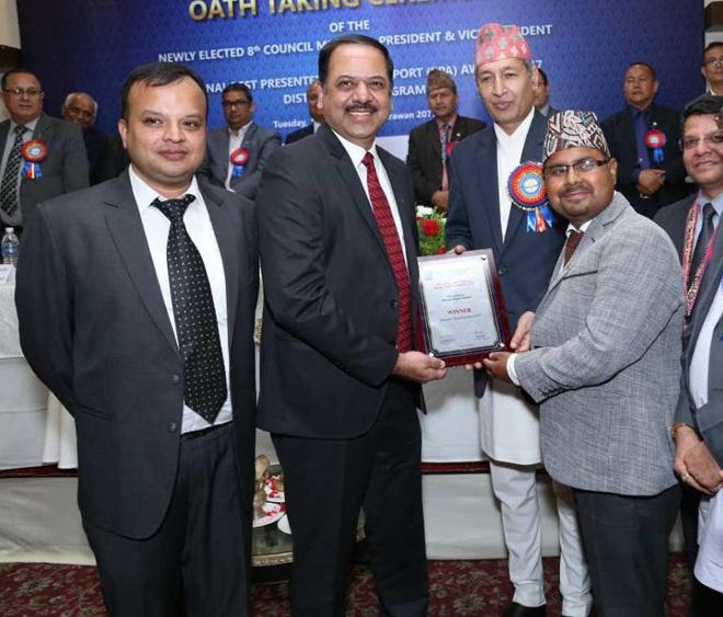 बोटलर्स नेपाल आईक्यानको 'वेस्ट प्रिजेन्टेड एनुयल रिपोर्ट अवार्ड २०१७' अवार्डद्वारा सम्मानित