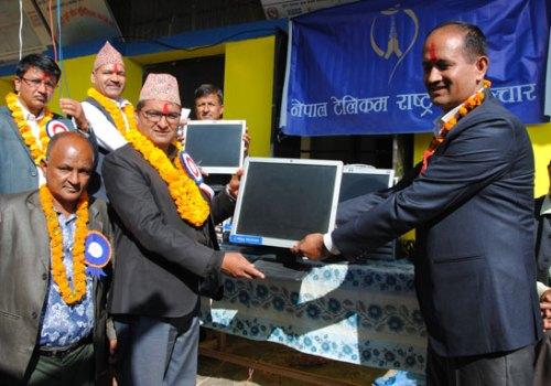 नेपाल टेलिकमले दियो पर्वतको श्रीराम माबिलाई ४ थान कम्प्यूटर