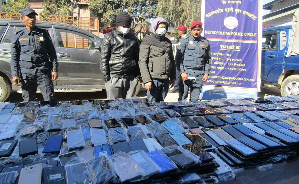 डेढ करोड रुपैयाँ बराबरका ६३४ थान चोरीका माेबाइल सेट बरामद