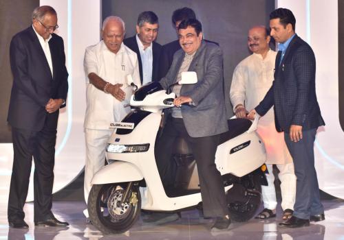 टिभिएस मोटरको पहिलो इलेक्ट्रिक स्कुटर 'आइक्युव' भारतमा सार्वजनिक