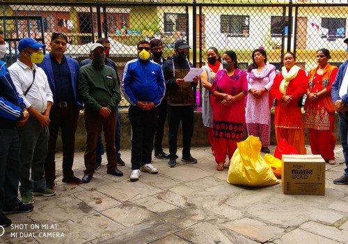 नेपाल दूरसञ्चार राष्ट्रिय कर्मचारी संगठनद्धारा हिमालय वृद्धा आश्रमलाई राहत र स्वास्थ्य सामाग्री प्रदान