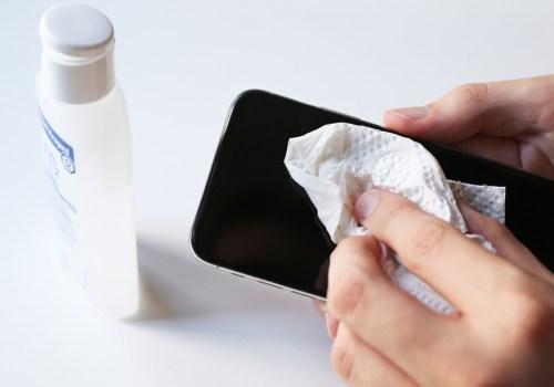 सेनिटाइजरले फोन सफा गर्नुहुन्छ भने सावधान हुनुस्, फोनमा सर्ट सर्किट हुनसक्छ