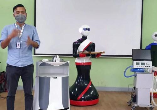 कोरोना सङ्क्रमितको उपचारमा नेपाली युवाले बनाएको ३ वटा नर्सिङ रोबोट परिचालन