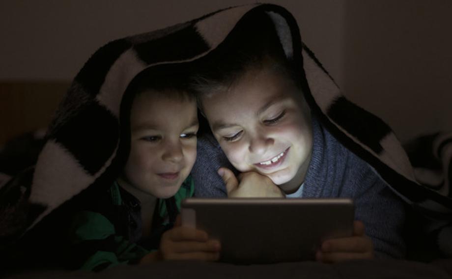 सिर्जनात्मक कामले हट्छ बालबालिकामा मोबाइलको लत