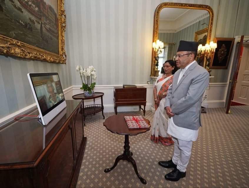 भर्चुअल माध्यमद्वारा बेलायतका लागि नेपाली राजदूतले बुझाए ओहोदाको प्रमाणपत्र