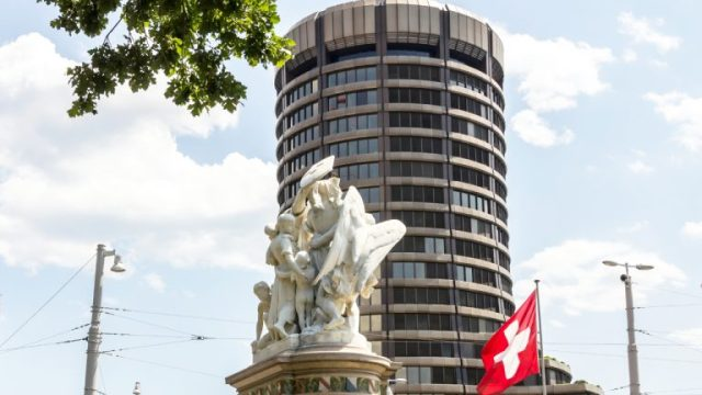 BIS Economist Recommends 'Technology-Neutral' Crypto Regulation, Low-Cost Supervision of Decentralized Markets