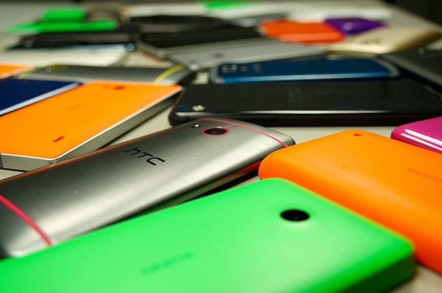 Nigeria posted record 135% growth in smartphone shipments in 2014 as falling prices price threaten feature phones, according to a new report by IDC.