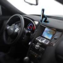 photo_shot_for_iMagnet_mount_curved_dashboard_L2_02_op_compact