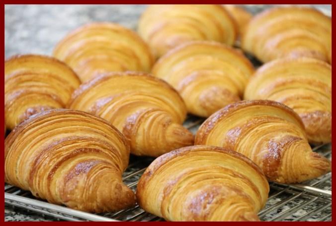 Une image contenant beignet, donut, boîte, intérieur Description générée avec un niveau de confiance très élevé