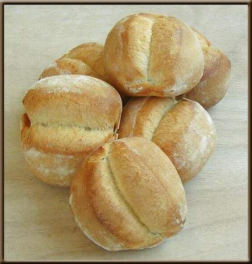 Une image contenant alimentation, intérieur, pain, beignet Description générée avec un niveau de confiance très élevé