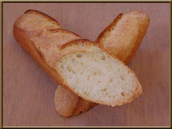 Une image contenant alimentation, sandwich, table, pain Description générée automatiquement