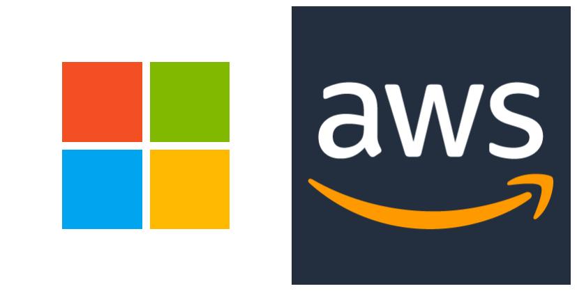 Logo de Microsoft à gauche et celui d'Amazon Web Services (AWS) à droite.