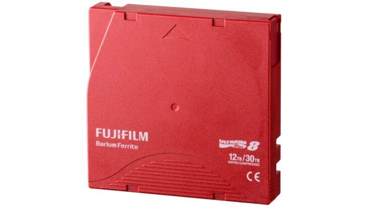 La cartouche en ferrite de strontium (SrFe) de Fujifilm.