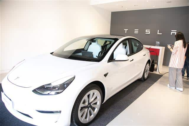 India News Roundup: Tesla looks for suppliers, Apple faces lawsuit, and more