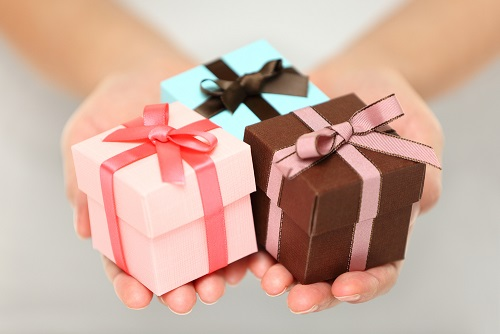 3-gift-boxes-girls-hand