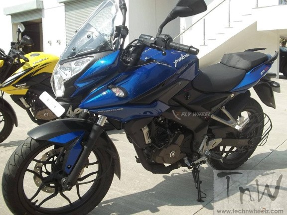 Bajaj Pulsar AS200 spotted again. Details inside