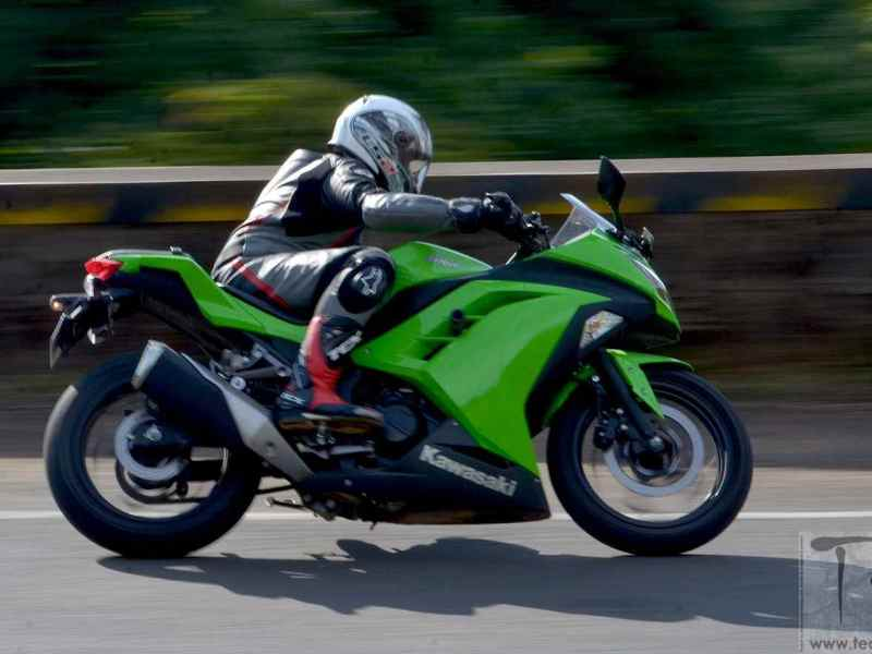Kawasaki Ninja 300.  A sports bike for beginners?
