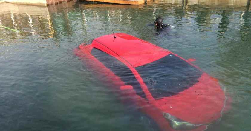 Woman drives her Yaris into lake. Blames GPS system