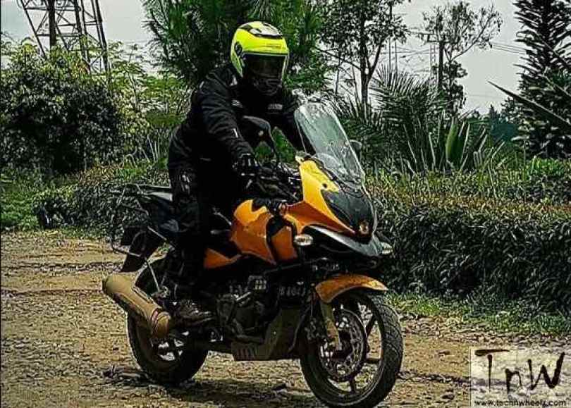 bajaj-pulsar-220f-modified-to-ducati-multistrada-3