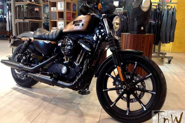 WOODSTER and SKULLKANDY Concepts based on Harley-Davidsons