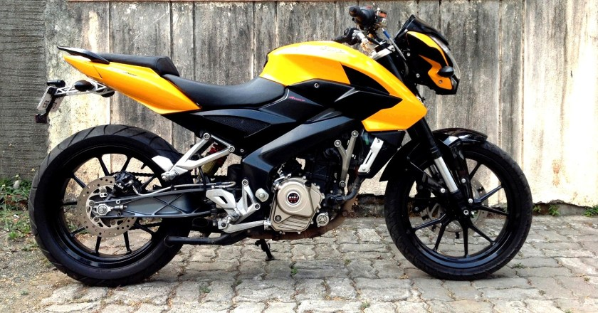 Westland Customs 'Transform'ing the Bajaj Pulsar 200NS