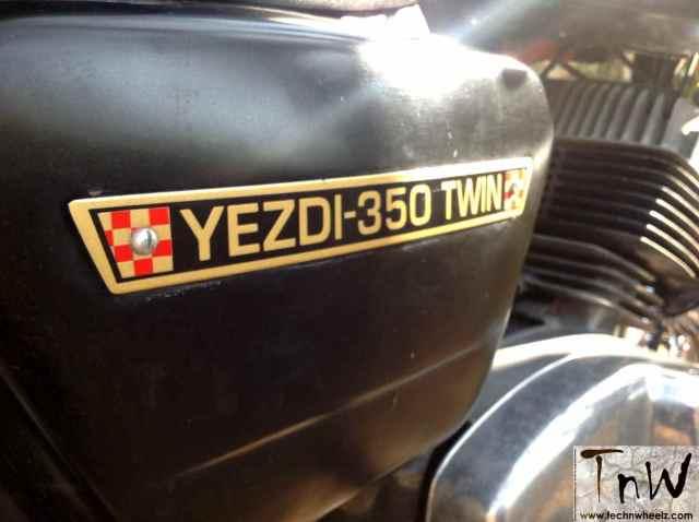 yezdi-350-twin-21