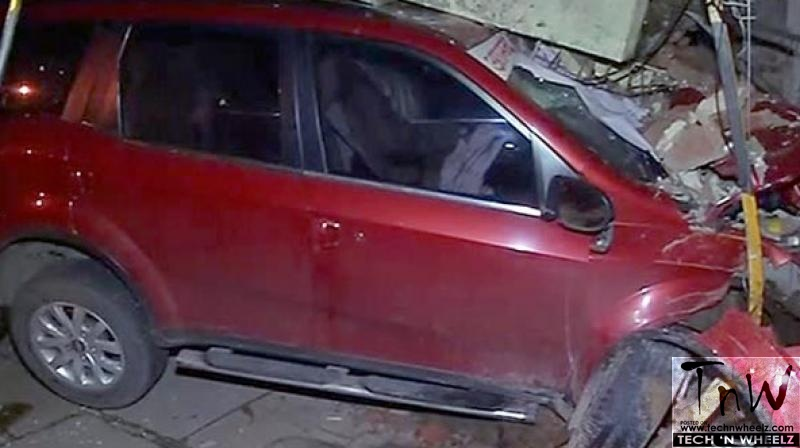 Mumbai: MLA's XUV500 rams into traffic police outpost. 2 injured
