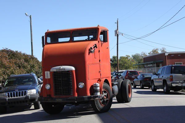 Corbitt D800 is a strange looking truck. We explain