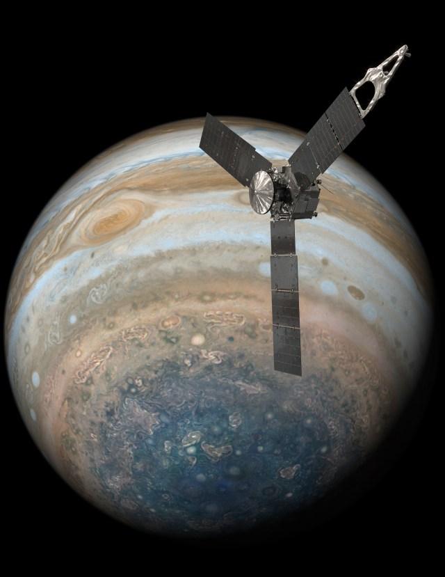 """NASA zondas """"Juno"""", skriejantis virš Jupiterio pietų ašigalio. NASA iliustracija"""