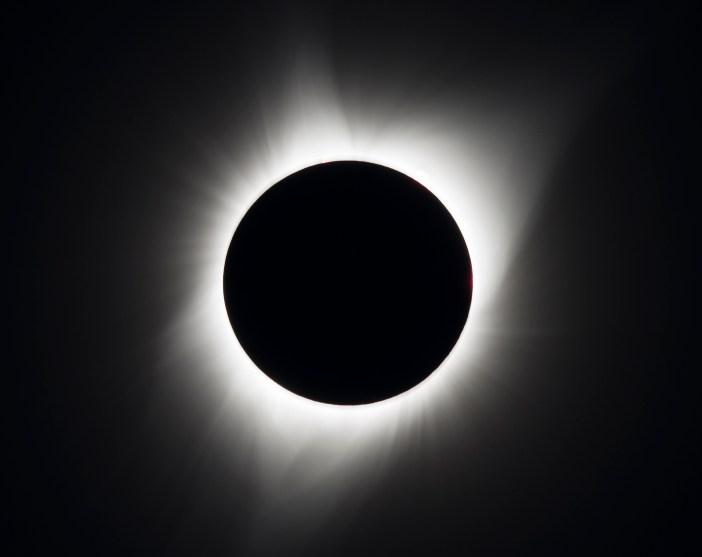 Saulės užtemimas. Matomas Saulės vainikas. NASA/Aubrey Gemignani nuotr.