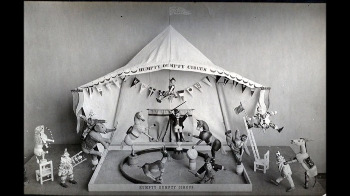 Humpty Dumpty cirkas (stop kadras, public domain).