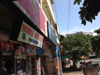 "Kolkata's ""mobile paradise"" is found in a small cyber-cafe, where the days of broadband and PCs are still alive."