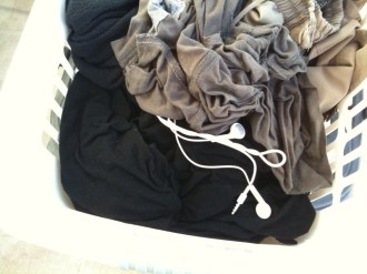 iphone_earbuds_laundry